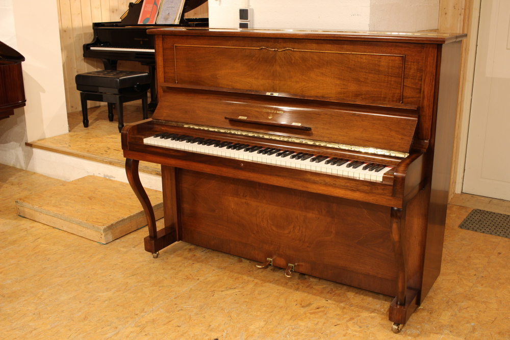 steinway and sons v125 vendu baudry pianos. Black Bedroom Furniture Sets. Home Design Ideas
