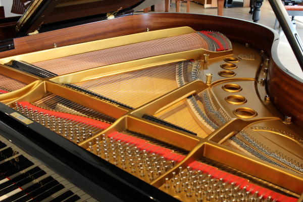 intérieur du piano d'occasion Steinway and Sons M170
